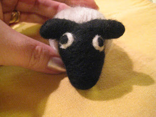 Knit-Along: Curly Sheep Needlefeltling from Fancy Tiger - Day 2 6