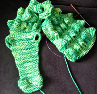 Alligator Scarf from Knitting Under the Influence of Nancy - Day 4 3