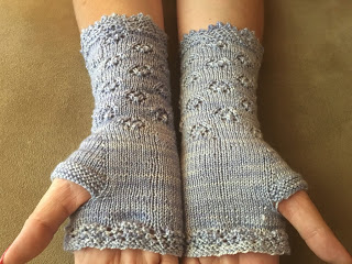 Yellow Rose Mitts from Yarnivore - Done! 7