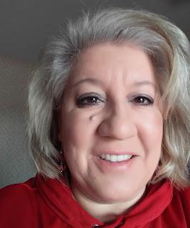 August Reader Who Knits: Julie Dietz 11